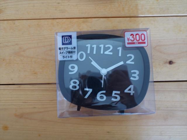 【目覚まし時計】黒×白でおしゃれ!ダイソーの300円商品の置き時計
